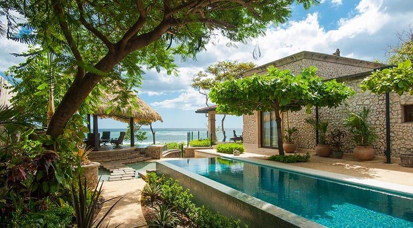 Enchanting Beachfront Residence in Tamarindo
