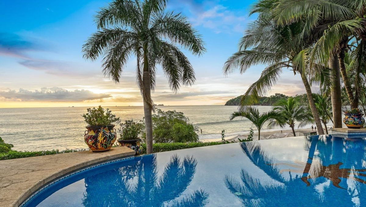 LOCATION! LOCATION! LOCATION! Oceanfront Paradise in Playa Flamingo - 10