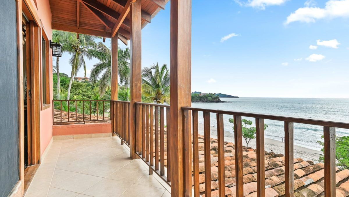 LOCATION! LOCATION! LOCATION! Oceanfront Paradise in Playa Flamingo - 11