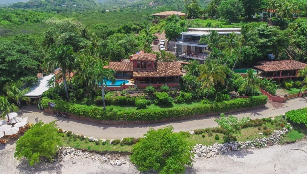 LOCATION! LOCATION! LOCATION! Oceanfront Paradise in Playa Flamingo - 20