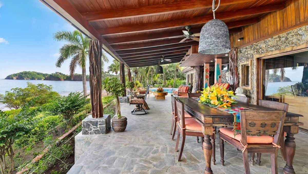 LOCATION! LOCATION! LOCATION! Oceanfront Paradise in Playa Flamingo - 3